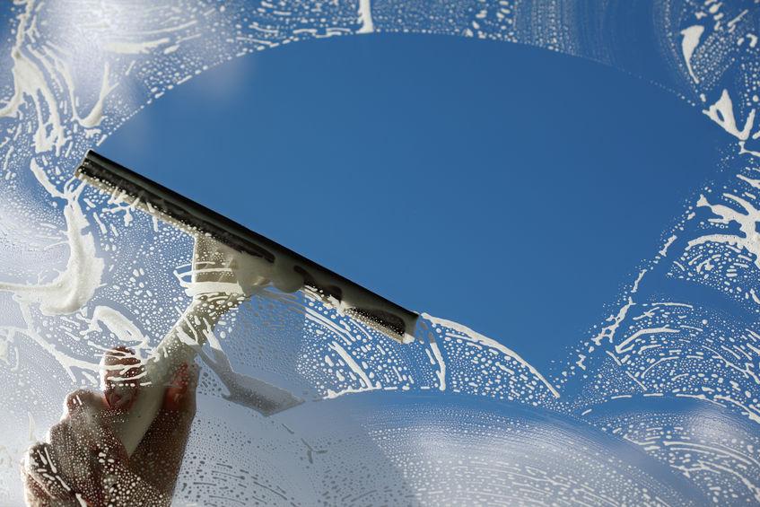 Nettoyage vitrine commerce 95